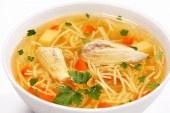 حساء الشعيرية بالدجاج