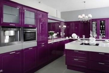 مطبخ مميز باللون التوتي الفريد