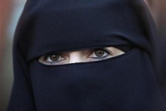 هولندا تقر حظراً على ارتداء النقاب في الأماكن العامة