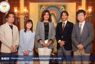 """في إطار نتائج مؤتمر """"مصر تستطيع بالتعليم"""".. وزيرة الهجرة تستقبل خبيرا مصريا ووفدًا يابانيا مرافقا"""