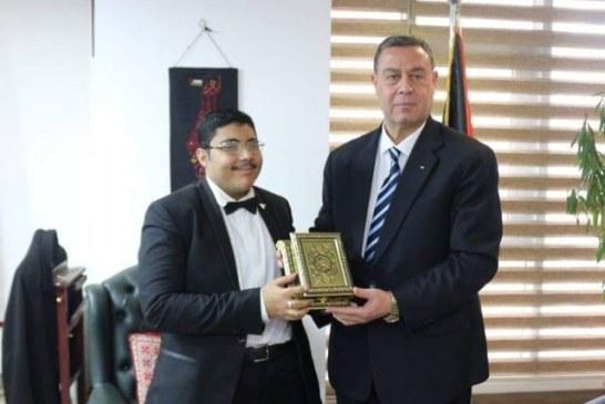 السفير دياب اللوح يكرم الشاب المصري المتميز أحمد طارق القاهرة – المركز الإعلامي
