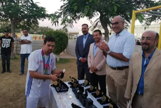 تكريم البطل الدولي محمد كرم من المهندس هشام نصير رئيس اتحاد كره اليد