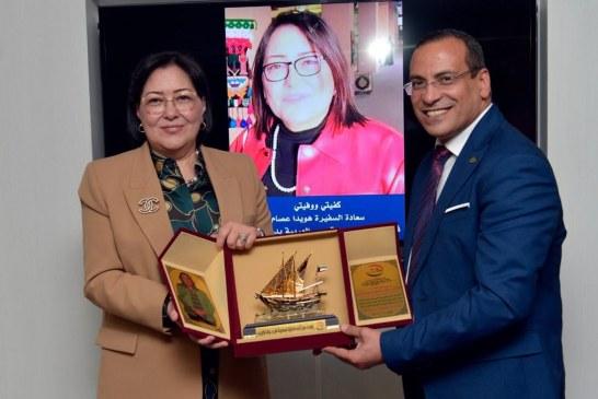 الجالية المصرية في الكويت كرمت القنصل العام السفيرة هويدا عصام وأهدتها لقب سفيرة الانسانية .
