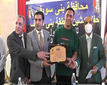 ( الدكتور محمد هاني غنيم وأحمد سمير يدشنان رياضة الميني فوتبول بمحافظة بني سويف)