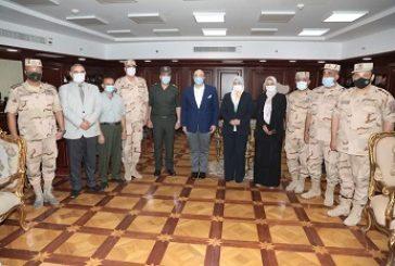تتسلًم  دكتوره نبيلة مدير إدارة الفشن شهادة تقدير من محافظ بني سويف؛ لتميز مدرسة الصناعة العسكرية على مستوى محافظات  الصعيد.